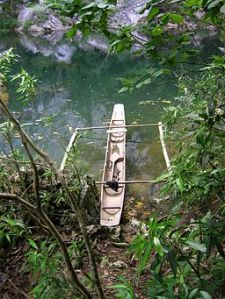 Dug-out_canoe_along_Cadacan_River_Samar